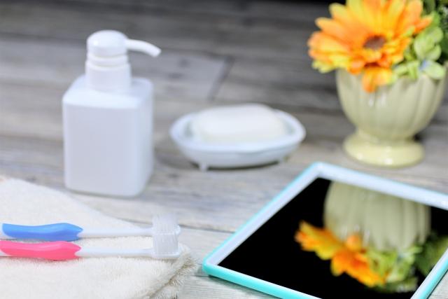 無添加の石鹸と歯ブラシ。